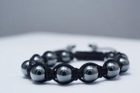 Schmuck: Magnet-Armband anthrazit, Kalkei HämatitPerlen 600Gauß